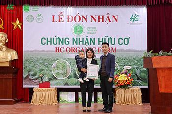 TQC trao chứng nhận hữu cơ cho HTX Nông nghiệp hữu cơ Tân Dân